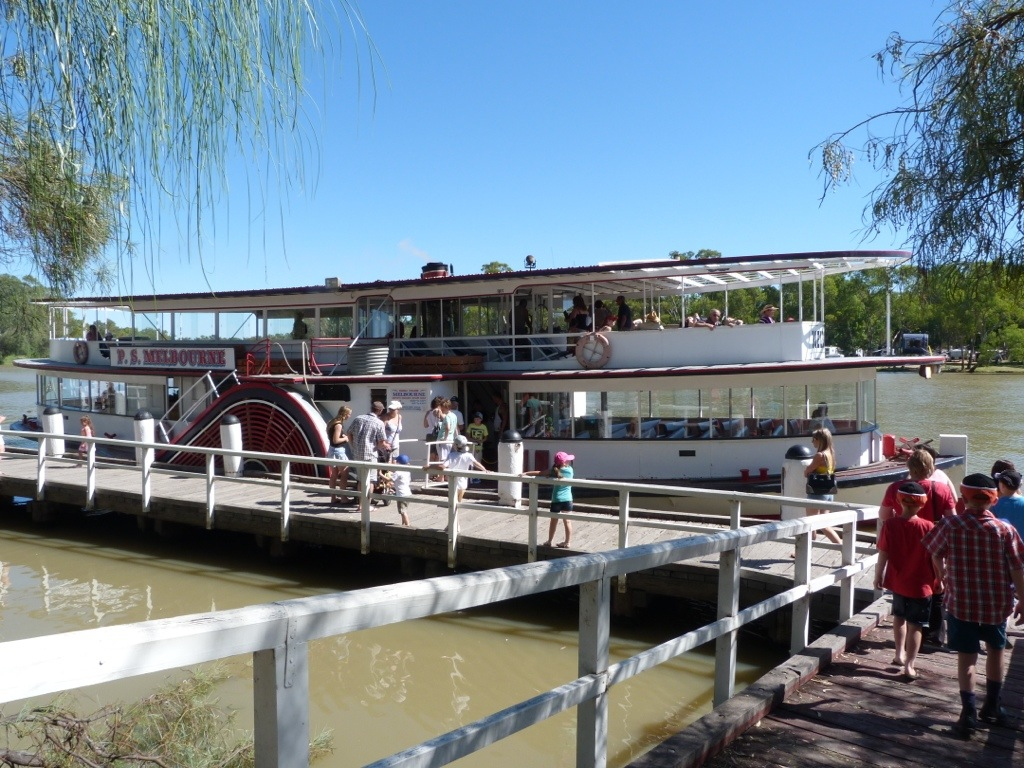 Paddlesteamer Cruise On The Murray River On The Go Kid In Tow